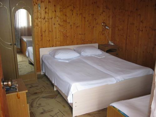 """Кровать или кровати в номере Dom-cottage """"Prohlada"""""""