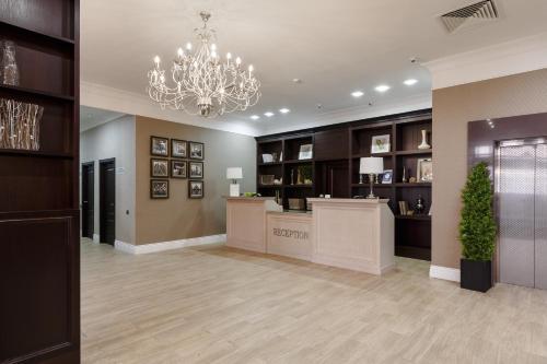 Лобби или стойка регистрации в Отель Раймонд
