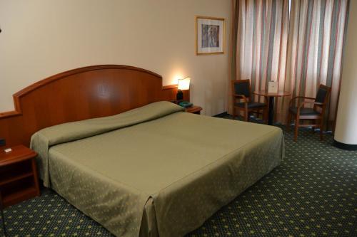 Letto o letti in una camera di Hotel Due Leoni