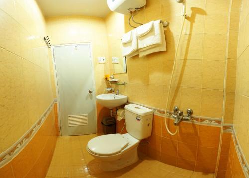 Phòng tắm tại Trung Nguyen Hotel