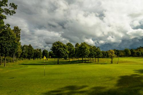 Golf facilities at the country house or nearby