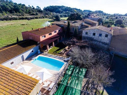Vista de la piscina de Els Masos d'en Coll o alrededores