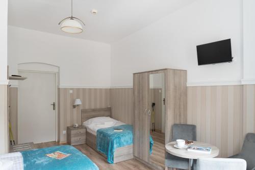 Łóżko lub łóżka w pokoju w obiekcie Sanatorium Uzdrowiskowe Chemik