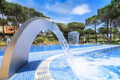 Het zwembad bij of vlak bij Aparthotel Ciutat de Palol