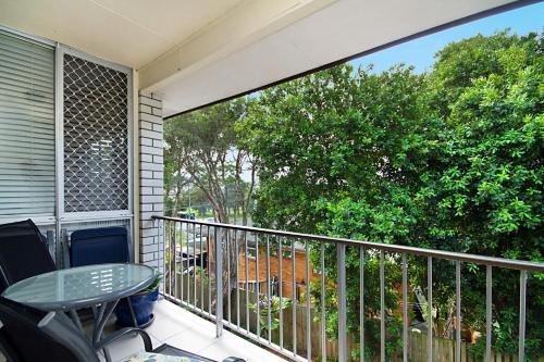 A balcony or terrace at White Caps Unit 7 - 400 Metres to Kirra Beach