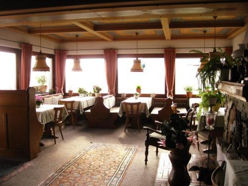 Een restaurant of ander eetgelegenheid bij Gästehaus Katharina
