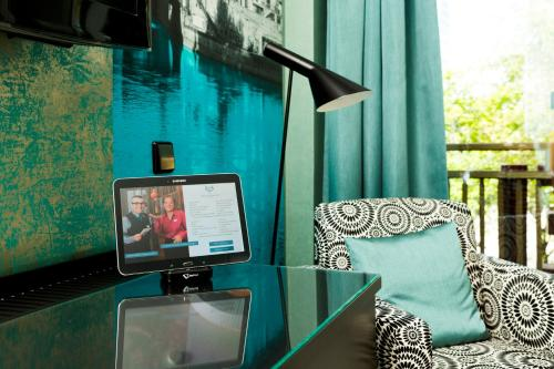 A television and/or entertainment center at Hotel Capricorno