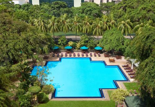 A view of the pool at Cinnamon Grand Colombo or nearby
