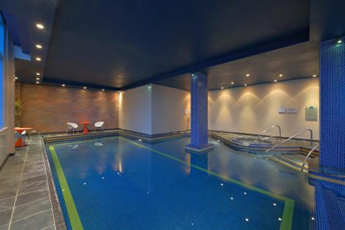 The swimming pool at or close to Radisson Blu Hotel, Liverpool