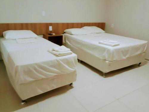 A bed or beds in a room at Torre do Sol Park Hotel