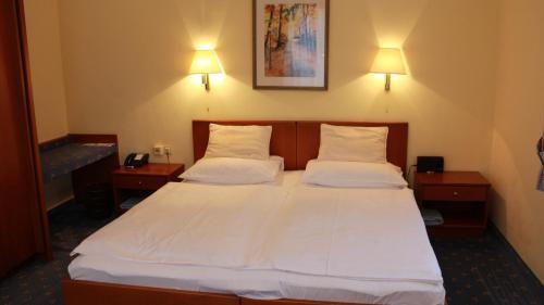 Ein Bett oder Betten in einem Zimmer der Unterkunft Hotel Josefa