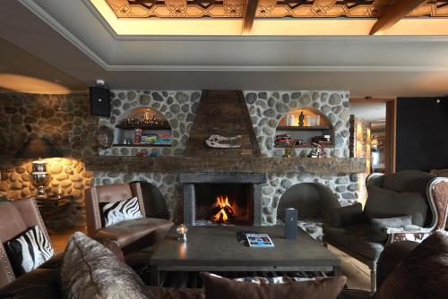 A seating area at El Lodge, Ski & Spa