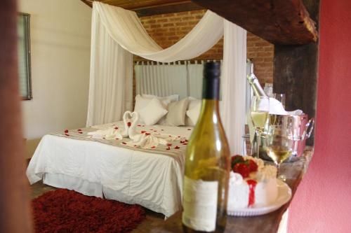 A bed or beds in a room at Pousada Sitio e Poesia
