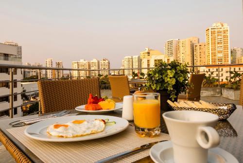 Options de petit-déjeuner proposées aux clients de l'établissement Oz Hotel Cartagena