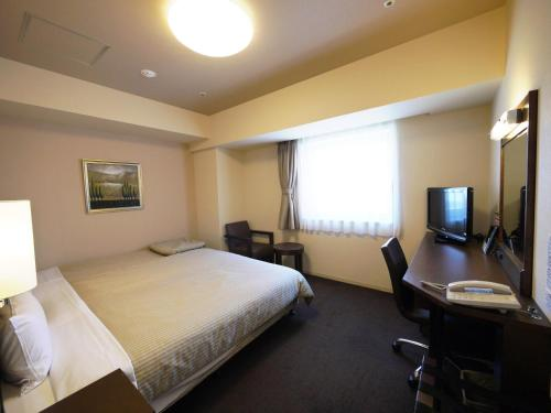 A television and/or entertainment center at Hotel Route-Inn Sapporo Chuo