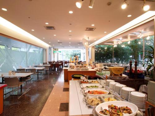 北九州皇冠飯店餐廳或用餐的地方