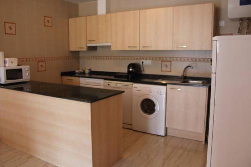 """Una cocina o zona de cocina en Apartament a Capafonts - """"Ribatell"""""""