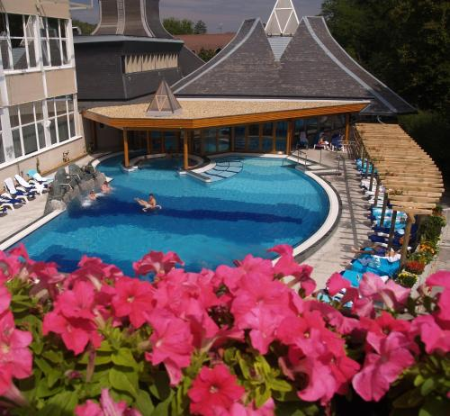 A view of the pool at Ensana Thermal Hévíz or nearby