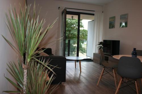 Ein Sitzbereich in der Unterkunft Karlín Apartment