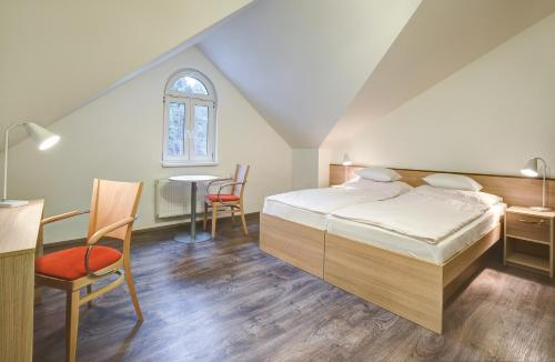 A bed or beds in a room at Pension Dagmar