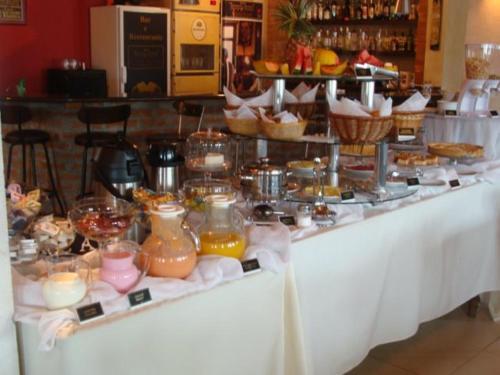 Um restaurante ou outro lugar para comer em Hotel Conde Alemao