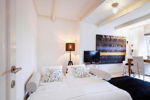 Een bed of bedden in een kamer bij B&B Luxurious Bella