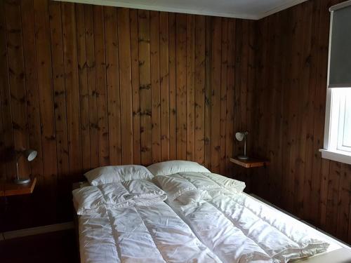 En eller flere senger på et rom på Bakkeberg