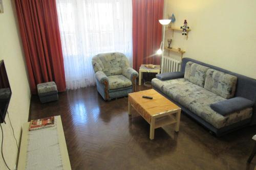 A seating area at Аpartment u Letnego Sada