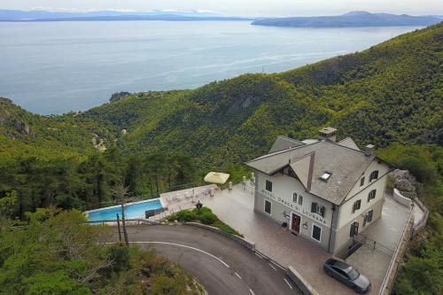 A bird's-eye view of Hotel Draga di Lovrana