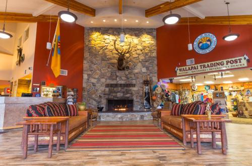 A restaurant or other place to eat at Hualapai Lodge