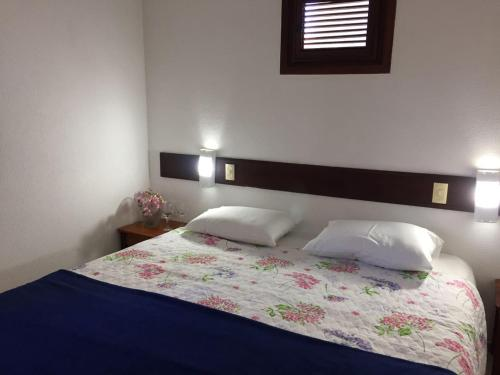 A bed or beds in a room at Chalé das Montanhas