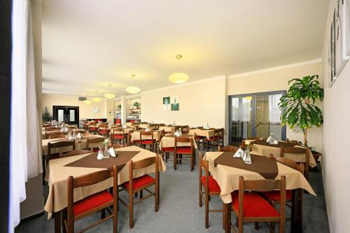 A restaurant or other place to eat at Hotel Vltava