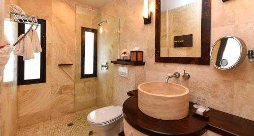 A bathroom at Sugar Ridge Resort