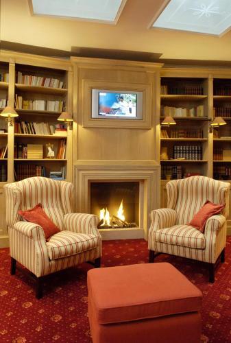 Bibliothèque dans l'hôtel