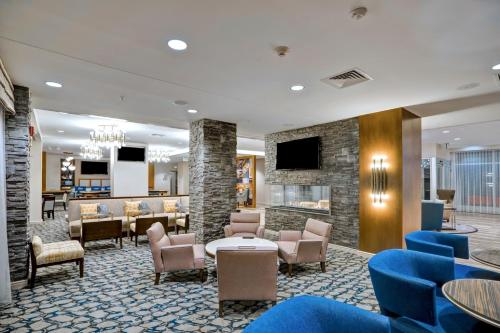 The lounge or bar area at Homewood Suites by Hilton Boston/Brookline