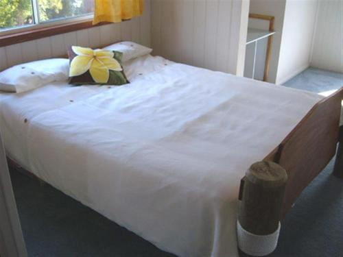 A bed or beds in a room at Beachs 'n Greens