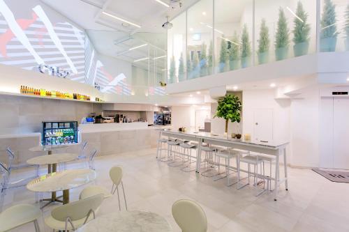 The lounge or bar area at H Avenue Hotel Idae Shinchon