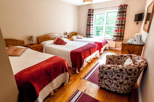 A bed or beds in a room at Macliam Lodge Guesthouse