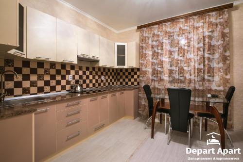 Кухня или мини-кухня в Depart ApartHotel In Panorama
