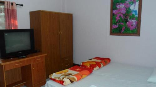 A bed or beds in a room at Puangchompoo Place