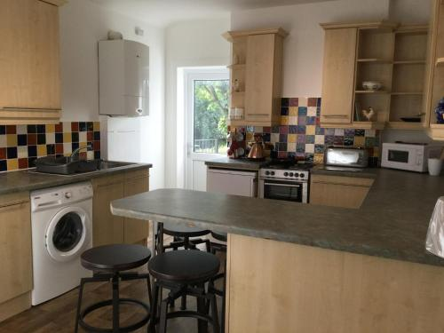A kitchen or kitchenette at In House Garden Flat