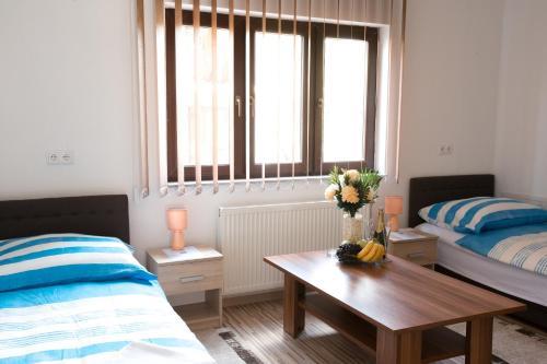 Ein Sitzbereich in der Unterkunft Guesthouse Vila Puzic