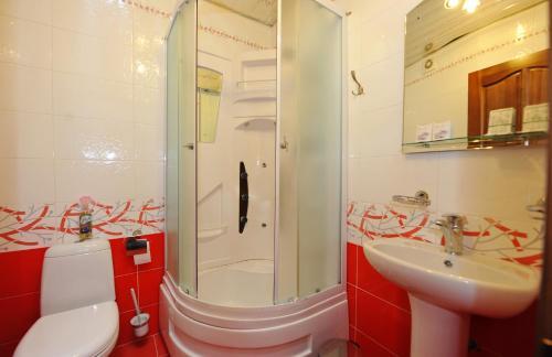Ванная комната в Кристалл Отель