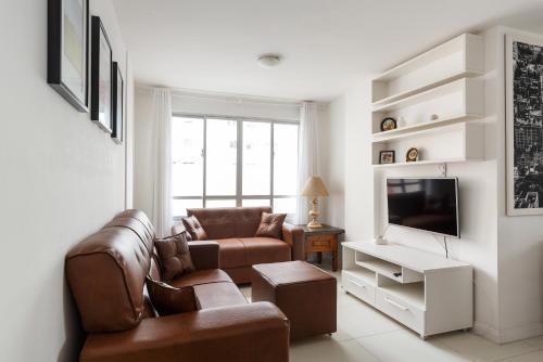 A seating area at Apto 2 quartos, 1 quadra do Mar/Shop. Atlantico