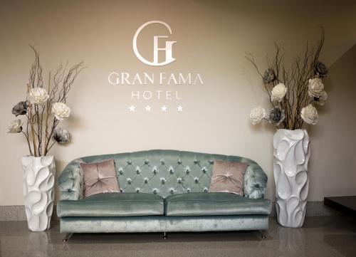 A seating area at Sercotel Gran Fama