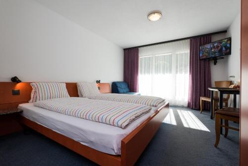 Ein Bett oder Betten in einem Zimmer der Unterkunft Hotel-Restaurant Ackersand
