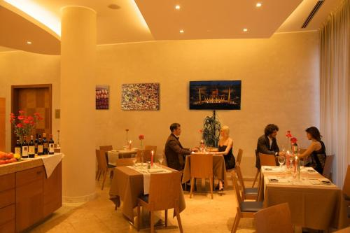 A restaurant or other place to eat at Hotel Fiera