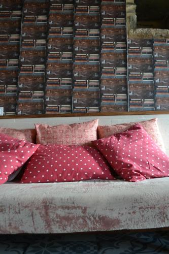 A bed or beds in a room at Casa do Conto
