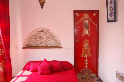 A seating area at Riad Le Grand Large