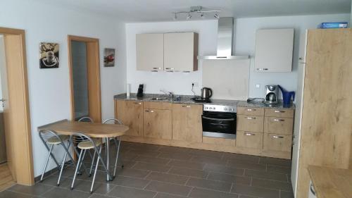 Küche/Küchenzeile in der Unterkunft FeWo Brombachsee - Sonnentag West